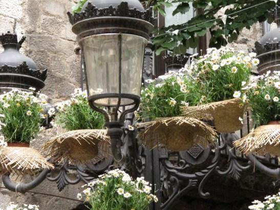 Un dels fanals de la cèntrica Rambla de Girona
