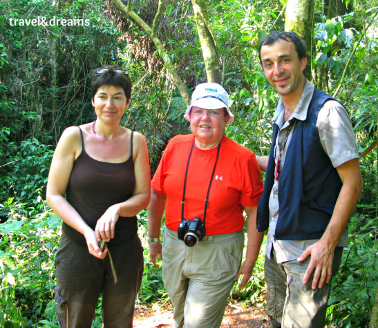Núria amb l'Alejandro i una nova amiga de Texas a Catartas de Iguazu / Núria with Alejandro and a new friend from Texas in Cataratas de Iguazu
