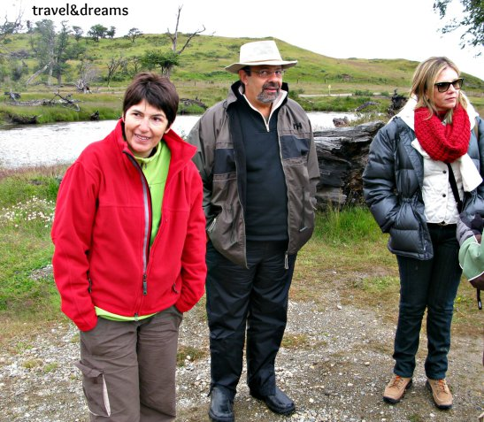 Núria amb una parella de brasilers a la Estancia Haberton. Tierra del Fuego / Núria with a brasilian couple in Estancia Haberton. Tierra del Fuego