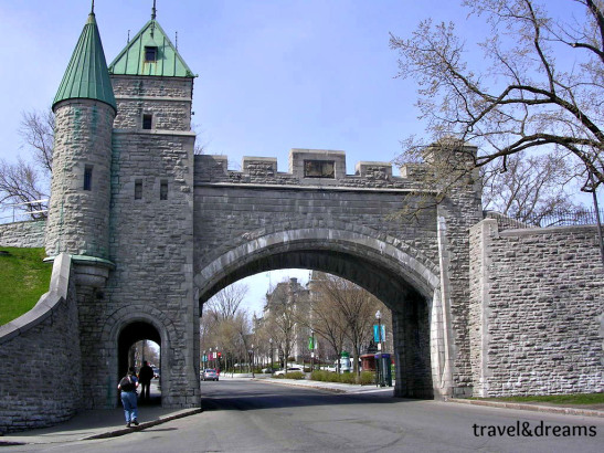 Porta d'entrada a la ciutat vella de Quebec / Main gate to the Old Quebec City